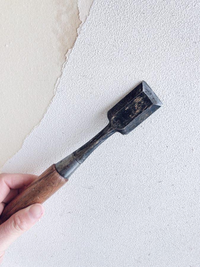 古い壁紙を剥がす ノミ 便利 壁紙 張り替え DIY セルフ リフォーム 猫のいる暮らし 初心者