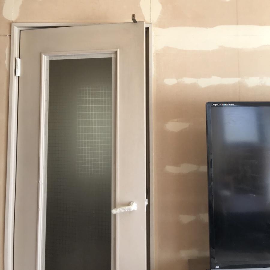 マスキング DIY リビング 扉の塗装