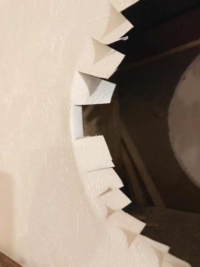 壁紙張り替え,猫トンネルの作り方,DIY女子,猫との暮らし,壁に穴をあける方法,セルフリフォーム