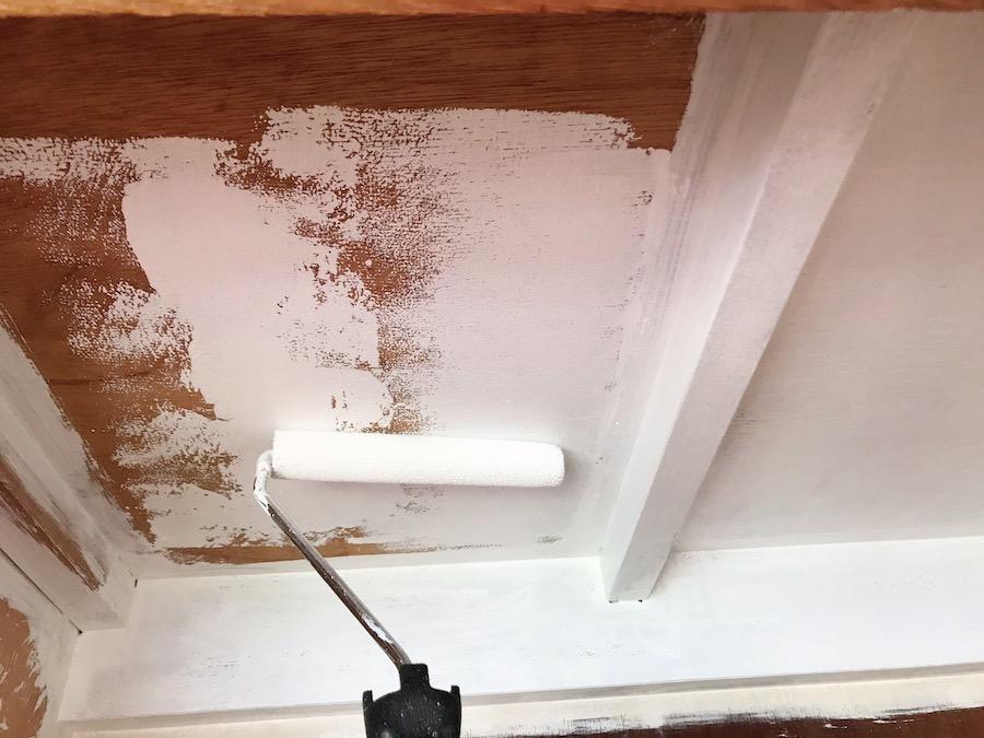 クローゼット 塗装 簡単DIY 白くすると明るくなる ローラーが簡単